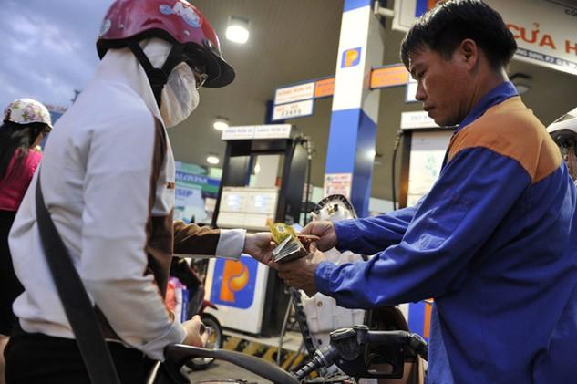 Giá xăng dầu đắt hơn so với thực tế giá thành