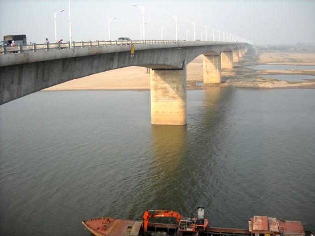 Cầu Vĩnh Tuy hiện nay. Dự án cầu Vĩnh Tuy giai đoạn 2 sẽ được Hà Nội dự kiến khởi động trong thời gian từ nay đến năm 2020. Ảnh: T.K