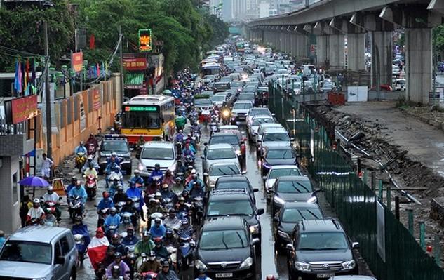 Tuyến đường sắt trên cao thi công chậm tiến độ, thường xuyên gây ùn tắc giao thông khiến người dân thủ đô vô cùng bức xúc.