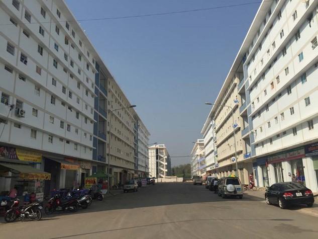 Nhiều người đang lo lắng khi đã trót vay mua các dự án nhà ở - Ảnh: Đình Sơn