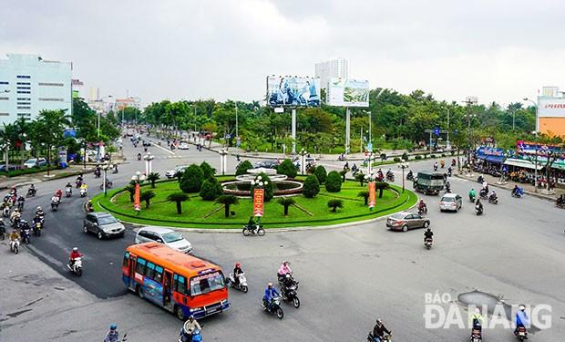 Bùng binh Điện Biên Phủ - Lê Độ - Nguyễn Tri Phương là nút giao thông lớn nhất trên đường Điện Biên Phủ (ảnh: Báo Đà nẵng)