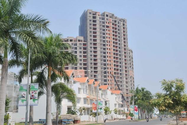 Thị trường bất động sản sẽ bị tác động xấu nếu NHNN siết van tín dụng - Ảnh: D.Đ.M