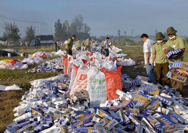 Tình hình buôn bán hàng nhập lậu ở TP.HCM được cho là vẫn tiếp tục phức tạp. Ảnh: Minh Long