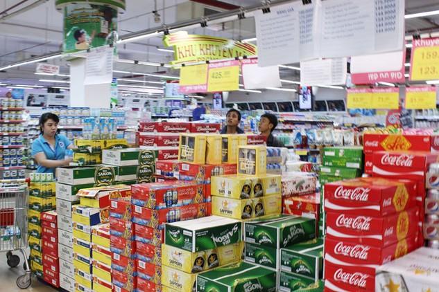 Doanh nghiệp đồ uống lo ngại rủi ro nếu thực hiện quy định mới về thuế tiêu thụ đặc biệt. Ảnh: LTT