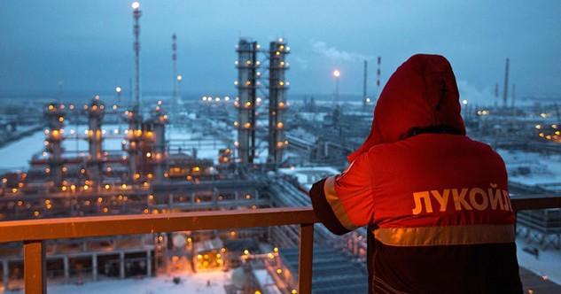 """Thỏa thuận ngừng tăng sản lượng dầu mỏ chỉ là """"chuyện đùa"""""""