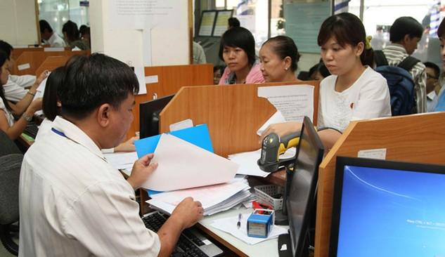 Làm thủ tục thuế tại Cục Thuế TP.HCM - Ảnh: Khả Hòa
