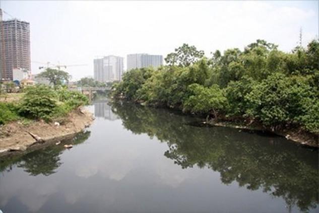 Một đoạn sông Nhuệ đoạn chảy qua Hà Nội (ảnh nguồn Internet)