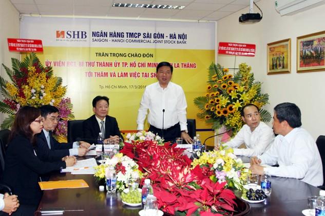Ông Đinh La Thăng chỉ đạo SHB cần tiếp tục tham gia tài trợ vốn cho doanh nghiệp và người dân cũng như các dự án trọng điểm của TP.HCM. Ảnh: Hoàng Hải