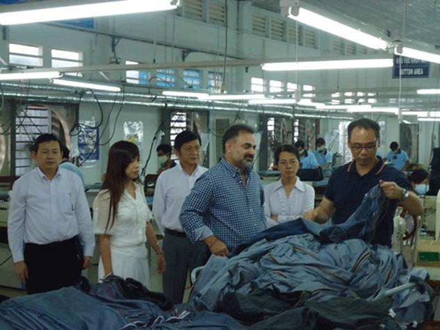 Đối tác Hoa Kỳ tham quan Xí nghiệp May Tân Phú, thuộc Giditexco.