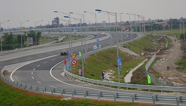 Chủ đầu tư BOT đường bộ đang tận thu trên những tuyến đường đông? (Ảnh chụp trạm thu phí cao tốc Hà Nội - Hải Phòng).