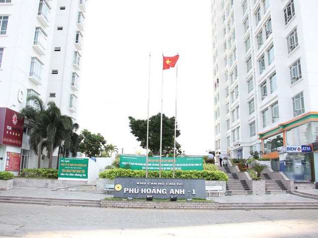 Người dân chung cư Phú Hoàng Anh treo băng-rôn yêu cầu chủ đầu tư giao toàn bộ tiền bảo trì còn lại cho Ban Quản trị
