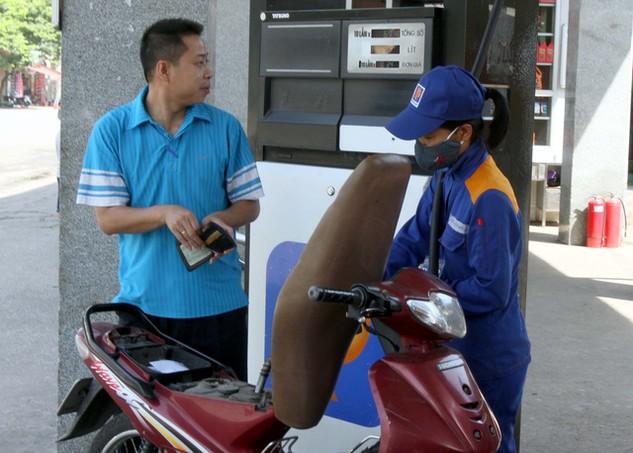 Sau nhiều lần giảm liên tiếp, hôm nay, giá xăng đã bật tăng