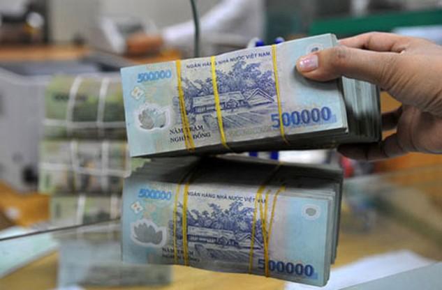 Lãi suất tiếp tục nhích lên trong cuộc đua giữa các ngân hàng.