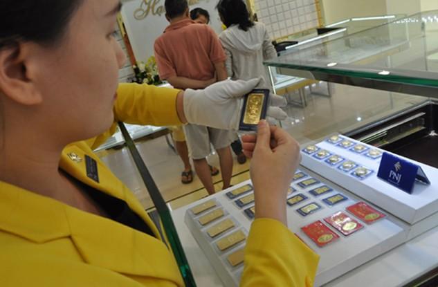 Giá vàng sụt giảm vài chục nghìn đồng sáng nay. Ảnh:Lệ Chi.