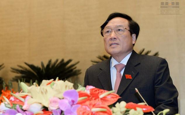 Viện trưởng Viện Kiểm sát nhân dân Tối cao Nguyễn Hoà Bình trình bày báo cáo trước Quốc hội