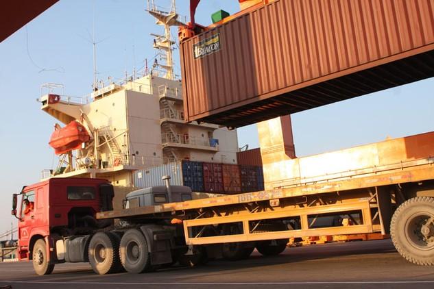 Ngành logistics có vai trò trọng yếu đối với thuận lợi hoá thương mại. Ảnh: Lê Tiên
