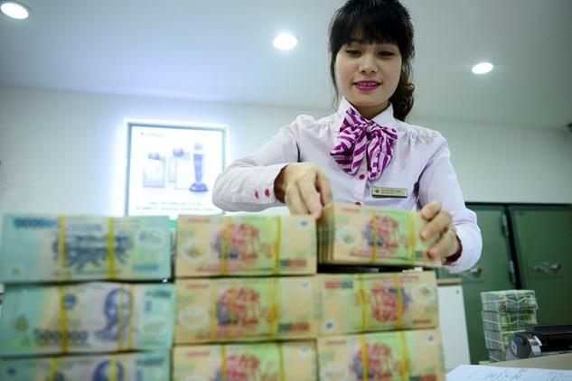 Theo thứ trưởng Bộ LĐ-TBXH, mức lương tối thiểu vùng 2017 sẽ đạt 60% lương trung bình. Ảnh minh họa: Anh Tuấn.