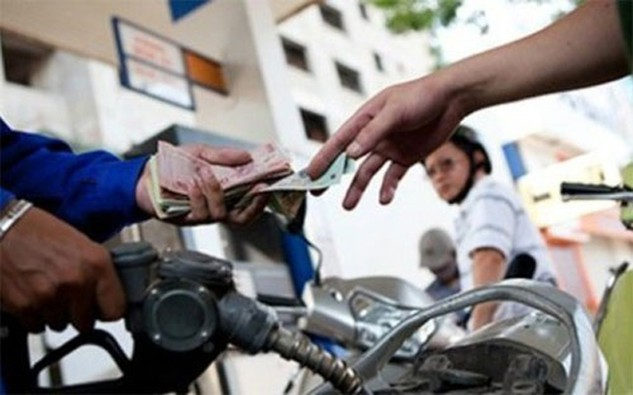 Cả Bộ Công Thương và Bộ Tài chính đều không thừa nhận trách nhiệm của mình khi để xảy ra tình trạng doanh nghiệp được lợi nhờ chính sách thuế xăng dầu.