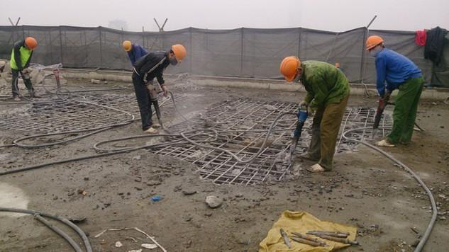 Việc phá dỡ phần công trình sai phạm giai đoạn 1 gồm tum và tầng 19, nhà 8B Lê Trực dự kiến mất 2 tháng (tính từ ngày 6/3/2016).