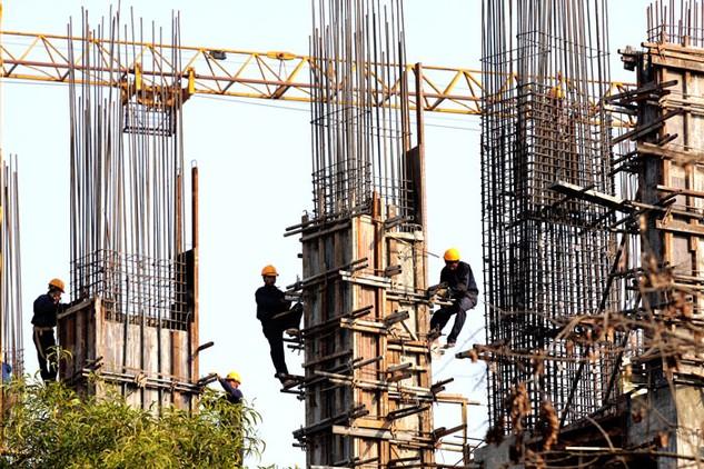 Giá thép tăng ảnh hưởng trực tiếp đến giá thành công trình. Ảnh: Lê Tiên