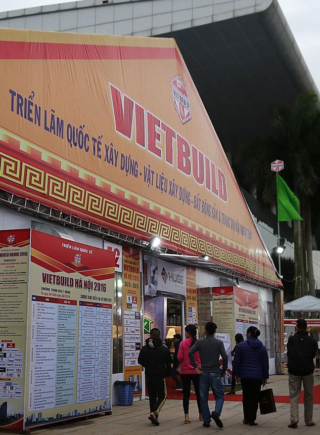 Vietbuild Hà Nội 2016 thu hút sự quan tâm của nhiều nhà đầu tư, doanh nghiệp trong lĩnh vực xây dựng. Ảnh: Lê Tiên