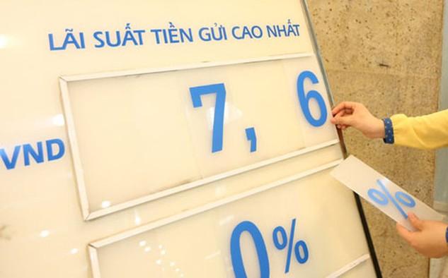 Lãi suất huy động VND có xu hướng tăng lên, các khoản vay lãi suất mềm 6-7%/năm càng hạn chế, đặc biệt là với các khoản vay trung và dài hạn - Ảnh: Quang Phúc.
