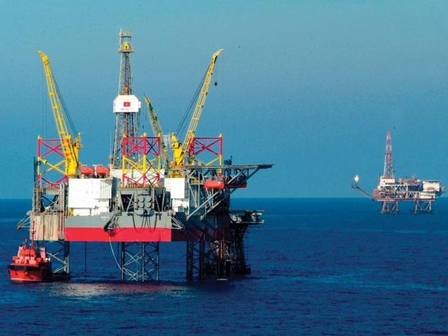 Khai thác dầu thô không chỉ tăng thu cho ngân sách nhà nước, mà còn góp phần tăng trưởng kinh tế.