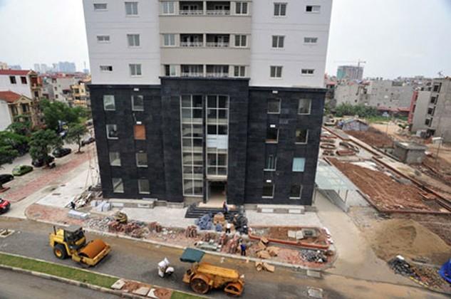 Nhiều người dân được vay gói mua nhà 30.000 tỷ nhưng chưa giải ngân hết theo tiến độ vẫn thấp thỏm chờ đợi quyết định về lãi suất của Chính phủ. Ảnh: HH.