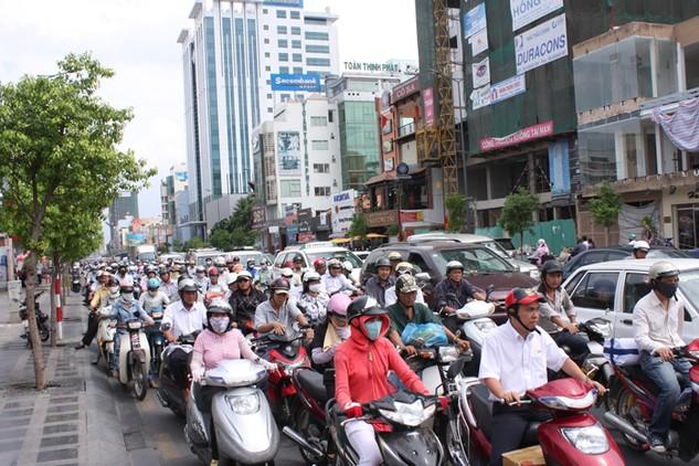 Mỗi năm TP.HCM mất khoảng 18.307 tỷ đồng vì tình trạng ùn tắc giao thông. Ảnh: Lê Tiên