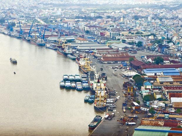 Theo tiến độ cam kết, cảng Sài Gòn phải di dời, bàn giao mặt bằng khu cảng Nhà Rồng - Khánh Hội cho Công ty TNHH Đầu tư phát triển đô thị Ngọc Viễn Đông để thực hiện dự án chuyển đổi công năng trong quý 1/2016