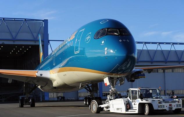 Sale and Lease Back (bán và thuê lại) là nghiệp vụ tài chính khá phổ biến trên thế giới, theo đó một hãng hàng không có thể đặt mua máy bay, sau đó tại thời điểm giao nhận (đối với tàu bay mới) thực hiện bán và thuê lại chính máy bay này hoặc có thể thực