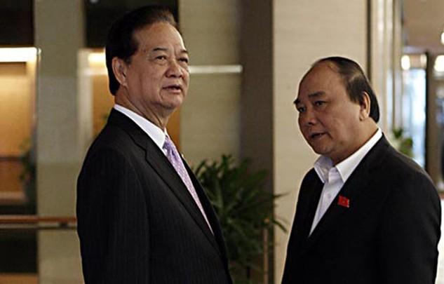 Thủ tướng Nguyễn Tấn Dũng và Phó Thủ tướng Nguyễn Xuân phúc tại hành lang Quốc hội.