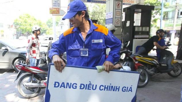 """Sau """"khẩu chiến"""", Bộ Tài chính mong Bộ Công thương sửa Nghị định về xăng dầu"""