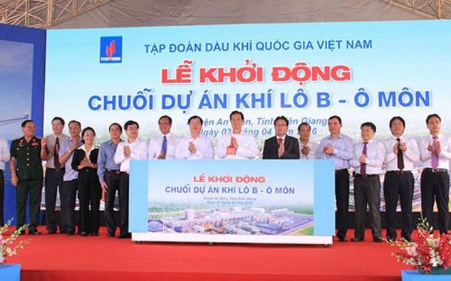 Thủ tướng Nguyễn Tấn Dũng cùng lãnh đạo các bộ ngành và chủ đầu tư ấn nút khởi động dự án.
