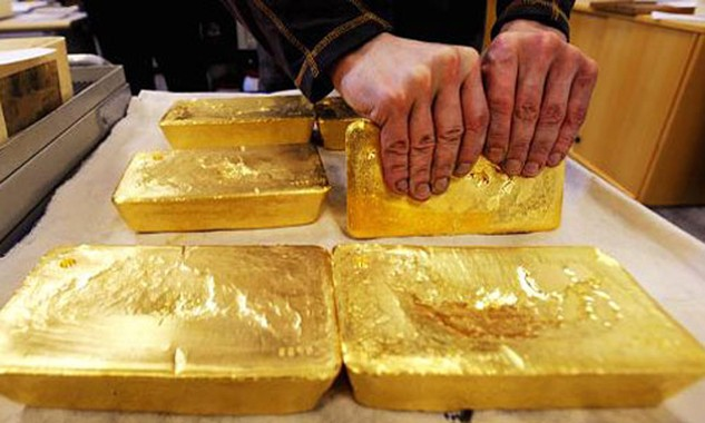 Giá vàng quốc tế quy đổi còn khoảng 32,7 triệu đồng. Ảnh: AFP.