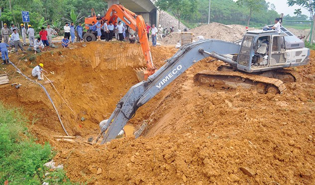 Từ đầu năm 2012 đến tháng 9/2015, tuyến ống nước sông Đà bị vỡ 14 lần, 18 ống bị phá hủy