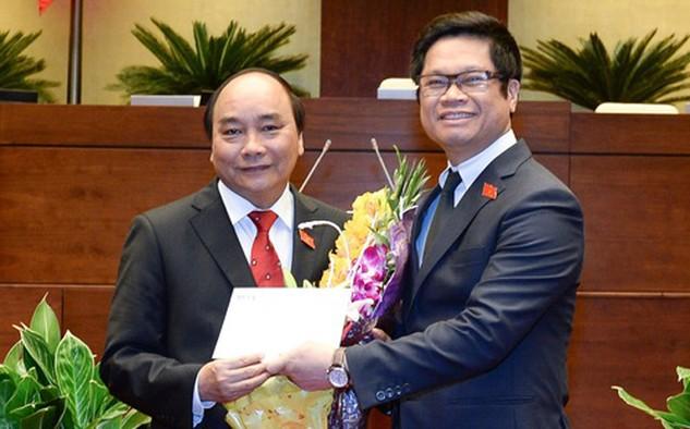 Tân Thủ tướng nhận bức công thư đầu tiên từ tay Chủ tịch VCCI ngay sau khi nhậm chức sáng 7/4.