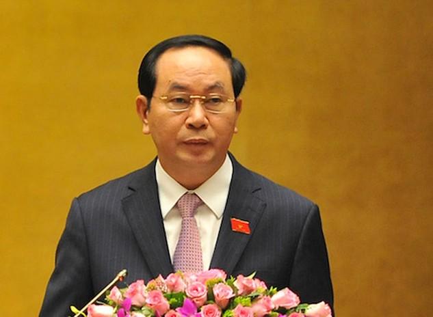 Chủ tịch nước Trần Đại Quang đọc tờ trình. Ảnh: Giang Huy