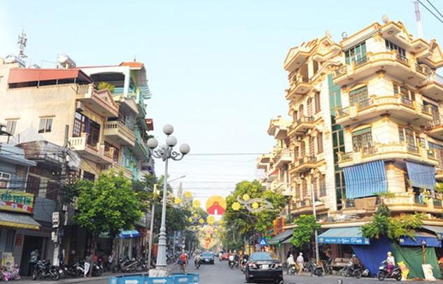 Thành phố Hải Dương đang triển khai một số gói thầu chỉnh trang vỉa hè. Ảnh: St