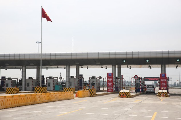 """Tăng phí cao tốc thì DN vận tải sẽ phải tăng phí dịch vụ và """"thiệt thòi"""" cuối cùng sẽ đè lên vai người dân. Ảnh: Tiên Giang"""
