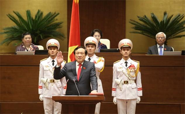 Tân Chánh án Nguyễn Hòa Bình tuyên thệ nhậm chức. Ảnh: Giang Huy.