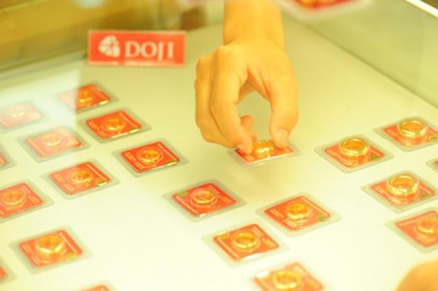 Giá vàng trong nước rẻ hơn thế giới 100.000 đồng đến 170.000 đồng.