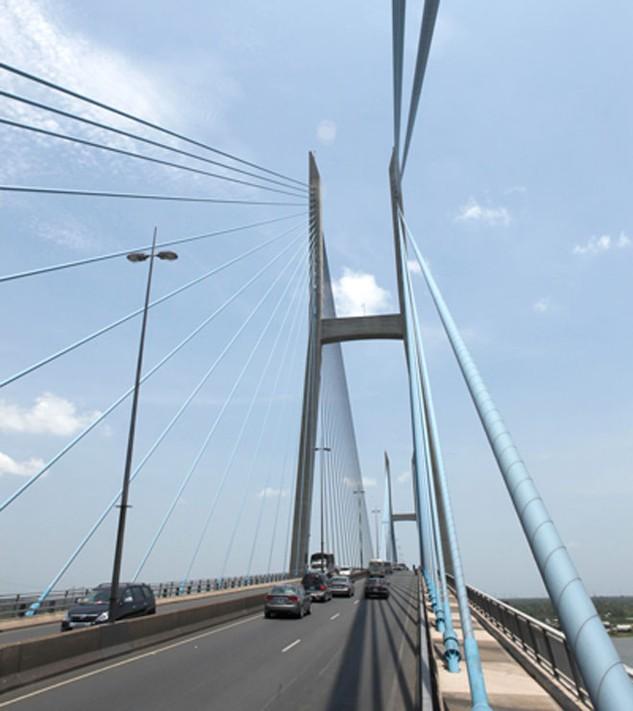 Cầu Mỹ Thuận 1 nằm trên tuyến QL1 bắc qua sông Tiền, nối hai tỉnh Tiền Giang và Vĩnh Long
