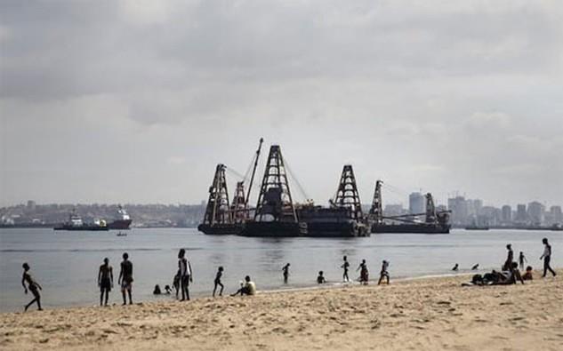 Nigeria, nước xuất khẩu dầu hàng đầu châu Phi, đang ngày càng chìm sâu vào khó khăn kinh tế và đề nghị WB cấp vốn vay để bù đắp cho khoản thâm hụt ngân sách dự kiến lên tới 11 tỷ USD trong năm nay - Ảnh: Financial Times/Bloomberg.