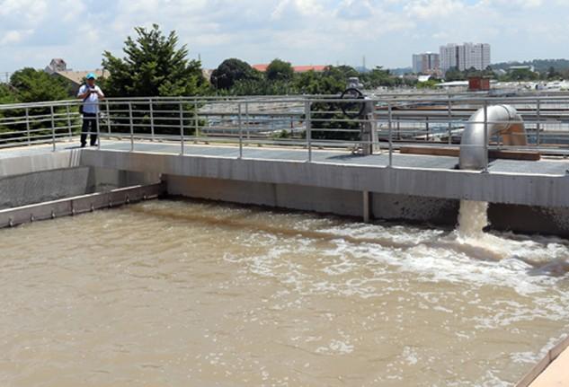 Nước mặm xâm nhập kéo dài có thể khiến các nhà máy nước ngưng trệ hoạt động. Ảnh: H.C - VnExpress