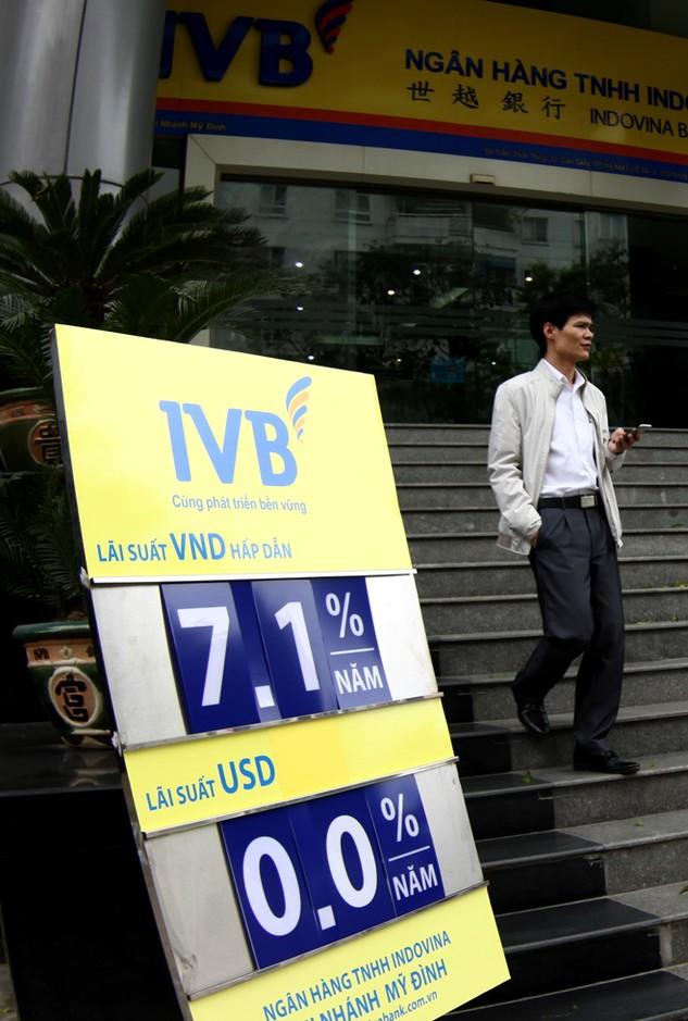 Sản phẩm dịch vụ của các ngân hàng Việt Nam tương đối nghèo nàn. Ảnh: Tiên Giang