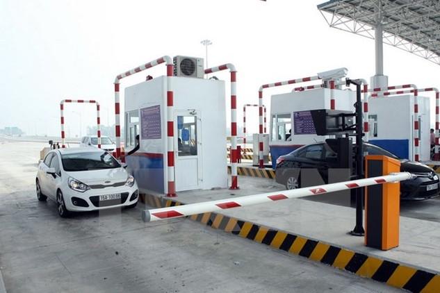 Thu phí tại tuyến đường cao tốc Hà Nội-Hải Phòng. (Ảnh: Huy Hùng/TTXVN)