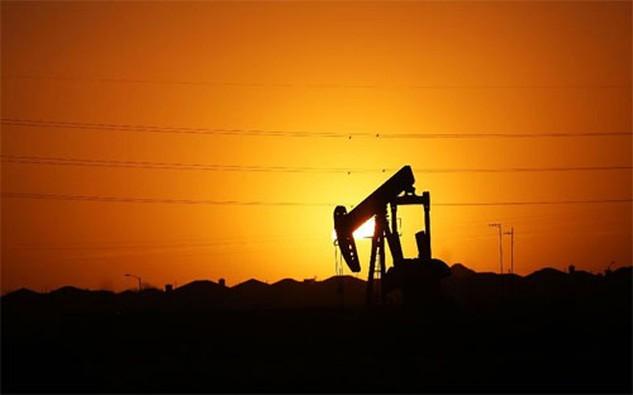 Sau khi giảm xuống mức thấp nhất trong 12 năm vào tháng 1 năm nay do tình trạng dư thừa dầu trên toàn cầu, giá dầu đã tăng 30% trong 2 tháng qua - Ảnh: Forbes.