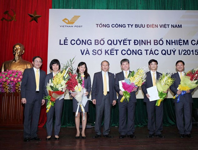 Phó Tổng giám đốc VietnamPost, tân Chủ tịch Hội đồng quản trị PTI Nguyễn Minh Đức (thứ hai từ phải sang) tại lễ công bố quyết định bổ nhiệm cán bộ và sơ kết công tác quý I/2015