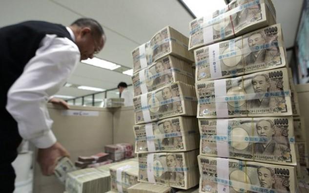 Giá dầu giảm sâu sau sụ sụp đổ của cuộc đàm phán tại Doha cũng khiến nhà đầu tư mua đồng yên nhiều hơn - Ảnh: Reuters